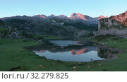 Купить «Serene landscape with one of Lakes of Covadonga and mountain range at dusk», видеоролик № 32279825, снято 15 июля 2019 г. (c) Яков Филимонов / Фотобанк Лори