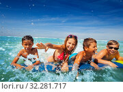 Group of happy kids boy and girls splash in sea. Стоковое фото, фотограф Сергей Новиков / Фотобанк Лори