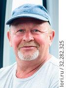 Купить «Портрет счастливого мужчины средних лет», эксклюзивное фото № 32282325, снято 4 июня 2019 г. (c) Игорь Низов / Фотобанк Лори