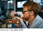 Купить «Scientist prototyping electrical device in lab», фото № 32282429, снято 17 июня 2019 г. (c) Tryapitsyn Sergiy / Фотобанк Лори