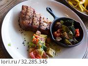 Купить «Braised tuna fillet with vegetables», фото № 32285345, снято 15 октября 2019 г. (c) Яков Филимонов / Фотобанк Лори