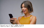 Купить «happy laughing young woman using smartphone», видеоролик № 32285577, снято 7 октября 2019 г. (c) Syda Productions / Фотобанк Лори