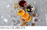 Купить «hot mulled wine, orange slices, raisins and spices», видеоролик № 32286373, снято 23 октября 2019 г. (c) Syda Productions / Фотобанк Лори