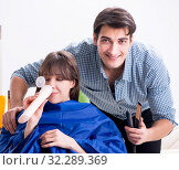 Купить «Man male hairdresser doing haircut for woman», фото № 32289369, снято 27 ноября 2017 г. (c) Elnur / Фотобанк Лори