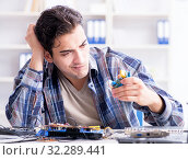 Купить «The professional repairman repairing computer in workshop», фото № 32289441, снято 15 ноября 2017 г. (c) Elnur / Фотобанк Лори
