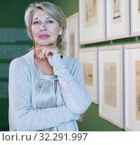 Купить «Female visitor near the artwork painting», фото № 32291997, снято 7 октября 2017 г. (c) Яков Филимонов / Фотобанк Лори
