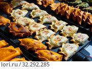 Купить «Empanada - popular dish on the Iberian Peninsula and in Latin America», фото № 32292285, снято 6 июня 2020 г. (c) Яков Филимонов / Фотобанк Лори