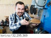 male worker fixing failed shoes in shoe repair workshop. Стоковое фото, фотограф Яков Филимонов / Фотобанк Лори