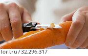 Купить «hands peeling carrot with vegetable peeler», видеоролик № 32296317, снято 10 октября 2019 г. (c) Syda Productions / Фотобанк Лори