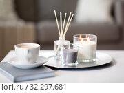 Купить «coffee, candles and aroma reed diffuser on table», фото № 32297681, снято 11 апреля 2019 г. (c) Syda Productions / Фотобанк Лори