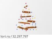 christmas tree of cinnamon sticks and sprinkles. Стоковое фото, фотограф Syda Productions / Фотобанк Лори