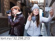 Купить «couple man and woman in the historic center with camera and phone», фото № 32298213, снято 18 ноября 2017 г. (c) Яков Филимонов / Фотобанк Лори