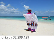 Купить «Woman seller on a beach, Kendwa, Zanzibar, Tanzania, Africa», фото № 32299129, снято 3 октября 2019 г. (c) Знаменский Олег / Фотобанк Лори