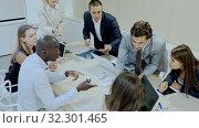 Купить «Business man discussing emotionally with colleagues on meeting in office», видеоролик № 32301465, снято 7 декабря 2019 г. (c) Яков Филимонов / Фотобанк Лори
