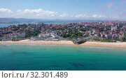 Купить «Day aerial cityscape of Santander coast with sand beach, Cantabria, Spain», видеоролик № 32301489, снято 14 июля 2019 г. (c) Яков Филимонов / Фотобанк Лори