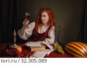 Купить «Red-haired girl in a historical suit plays the lute. Renaissance painting style.», фото № 32305089, снято 19 августа 2019 г. (c) Дмитрий Черевко / Фотобанк Лори