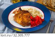 Купить «Barley porridge with frying beef at plate on table», фото № 32305777, снято 20 ноября 2019 г. (c) Яков Филимонов / Фотобанк Лори