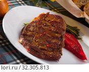 Купить «Beef entrecote with string beans and bell pepper», фото № 32305813, снято 21 октября 2019 г. (c) Яков Филимонов / Фотобанк Лори