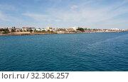 Купить «Mediterranean traffic along Pernera, Cyprus», видеоролик № 32306257, снято 20 октября 2019 г. (c) Володина Ольга / Фотобанк Лори