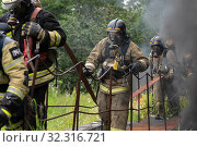 Купить «Fire brigade of Fire Department of Federal Fire Service in Kamchatka during fire extinguishing, training to overcome fire zone of psychological training for firefighters», фото № 32316721, снято 7 августа 2019 г. (c) А. А. Пирагис / Фотобанк Лори