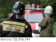 Купить «Firefighters of Fire Department of Federal Fire Service, back view with emblem Emercom of Russia on uniform rescuers of Ministry of Civil Defence, Emergencies and Disaster Relief of the Russian Federation (MChS)», фото № 32316741, снято 7 августа 2019 г. (c) А. А. Пирагис / Фотобанк Лори