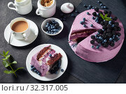 Купить «blueberry and blackberry sponge cake, close up», фото № 32317005, снято 13 июля 2019 г. (c) Oksana Zh / Фотобанк Лори