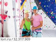 Купить «Couple posing before climbing workout», фото № 32317909, снято 23 октября 2019 г. (c) Яков Филимонов / Фотобанк Лори