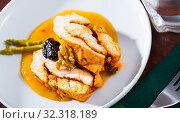Купить «Spicy turkey breast in mango sauce», фото № 32318189, снято 18 ноября 2019 г. (c) Яков Филимонов / Фотобанк Лори