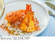 Купить «Cleaved roasted prawns», фото № 32318197, снято 20 ноября 2019 г. (c) Яков Филимонов / Фотобанк Лори