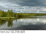 Купить «Northern forest lake in gloomy weather. Finnish Lapland», фото № 32318429, снято 2 июля 2019 г. (c) Валерия Попова / Фотобанк Лори