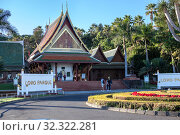 Drop off zone, entrance and ticket office of the Loro Park are at the early morning. The Thai village. Loro Parque is the largest zoo in Europe. Puerto de la Cruz, Tenerife, Spain (2016 год). Редакционное фото, фотограф Кекяляйнен Андрей / Фотобанк Лори