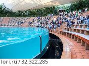 Spectators sits on theyr places, wait for animal show. Sea lions show is in Loro Park. The Loro Parque is the largest zoo in Europe. Puerto de la Cruz, Tenerife, Spain (2016 год). Редакционное фото, фотограф Кекяляйнен Андрей / Фотобанк Лори