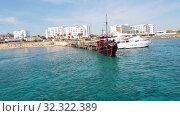 Купить «Protaras, Cyprus - Oct 10. 2019. Tourist sightseeing ships on the pier», видеоролик № 32322389, снято 20 октября 2019 г. (c) Володина Ольга / Фотобанк Лори