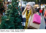 Woman buying Christmas tree. Стоковое фото, фотограф Яков Филимонов / Фотобанк Лори
