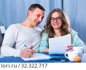 Купить «Couple signing papers», фото № 32322717, снято 18 марта 2017 г. (c) Яков Филимонов / Фотобанк Лори