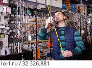 man choosing fishing rod. Стоковое фото, фотограф Яков Филимонов / Фотобанк Лори
