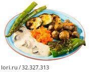 Купить «Grilled vegetables with mushroom sauce», фото № 32327313, снято 29 июня 2018 г. (c) Яков Филимонов / Фотобанк Лори