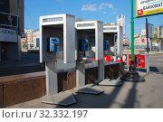 Купить «Таксофоны на улице Новый Арбат. Город Москва», эксклюзивное фото № 32332197, снято 3 мая 2009 г. (c) lana1501 / Фотобанк Лори
