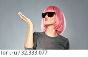 Купить «woman in pink wig and sunglasses sending air kiss», фото № 32333077, снято 30 сентября 2019 г. (c) Syda Productions / Фотобанк Лори