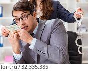 Купить «Businessmanbeing offered bribe for breaking law», фото № 32335385, снято 11 декабря 2017 г. (c) Elnur / Фотобанк Лори