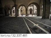 Sundial underneath the loggia of the Palazzo della Ragione. Piazza Vecchia (Old Square), Upper City (Città Alta). Bergamo, Lombardy, Italy, Europe. Стоковое фото, фотограф Arthur S. Ruffino / age Fotostock / Фотобанк Лори