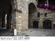 Partial view of the covered staircase adjacent to Palazzo della Ragione and the loggia beneath the palace. Piazza Vecchia (Old Square), Upper City (Città Alta), Bergamo, Lombardy, Italy, Europe. Стоковое фото, фотограф Arthur S. Ruffino / age Fotostock / Фотобанк Лори