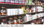 Купить «Sport nutrition store interior with large choice of nutritional supplements», видеоролик № 32340605, снято 20 сентября 2019 г. (c) Яков Филимонов / Фотобанк Лори