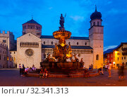 Fountain of Neptune and cathedral on Piazza Duomo in Trento in evening (2019 год). Стоковое фото, фотограф Яков Филимонов / Фотобанк Лори