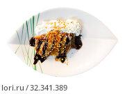 Купить «Thin pancake with chocolate, whipped cream, nut crumbs», фото № 32341389, снято 15 декабря 2019 г. (c) Яков Филимонов / Фотобанк Лори