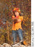Купить «Девочка в венке из осенних листьев с яблоками в руках», фото № 32341785, снято 26 октября 2019 г. (c) WalDeMarus / Фотобанк Лори