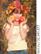 Купить «Девочка в венке из осенних листьев с яблоками в руках», фото № 32341877, снято 26 октября 2019 г. (c) WalDeMarus / Фотобанк Лори