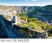 Купить «Spanish town of Alcala del Jucar», фото № 32343537, снято 24 апреля 2019 г. (c) Яков Филимонов / Фотобанк Лори