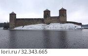 Купить «Старинная крепость Олавинлинна крупным планом пасмурным мартовским днем. Савонлинна, Финляндия», видеоролик № 32343665, снято 16 марта 2019 г. (c) Виктор Карасев / Фотобанк Лори