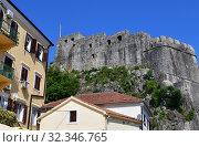 residential buildings on background of Forte Mare. showplace in Herceg Novi, Montenegro (2019 год). Стоковое фото, фотограф Володина Ольга / Фотобанк Лори
